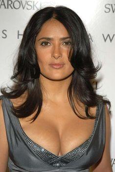 У Сальмы Хайек выпирает грудь из платья CFDA Awards, 2006