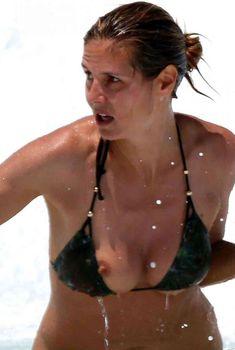 Случайный засвет Хайди Клум в купальнике на Гавайях, 2013