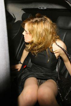 Волосатая писька Эммы Уотсон в машине, 2008
