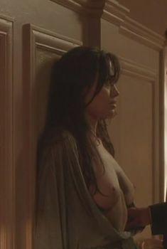 Голая Анджелина Джоли в фильме «Забирая жизни», 2004