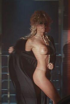 Голая Памела Андерсон в фильме «Не называй меня малышкой», 1996