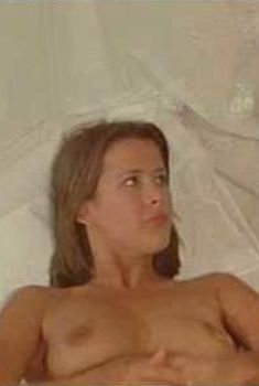 Голая Софи Марсо в фильме «Весёлая Пасха», 1984
