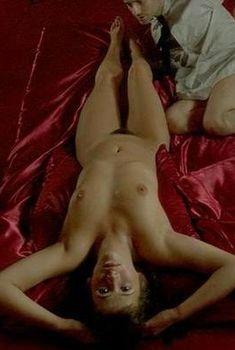Голая Софи Марсо в фильме «Шальная любовь», 1985