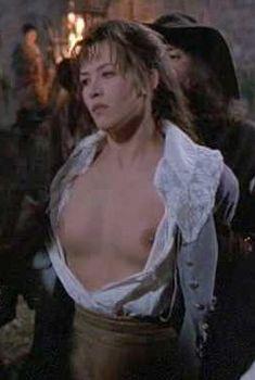 Голая Софи Марсо в фильме «Дочь д'Артаньяна», 1994