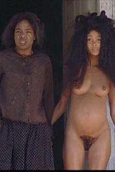 Голая Тэнди Ньютон в фильме «Любимая», 1999