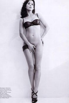 Софи Марсо засветила соски в журнале Vogue, Май 2007