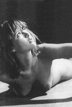 Молодая Софи Марсо в откровенной фотосессии