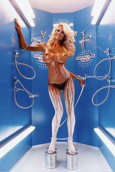 Шикарные формы Памелы Андерсон для журнала Vogue, 2004