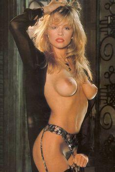 Молодая и голая Памела Андерсон в журнале Playboy, 1992