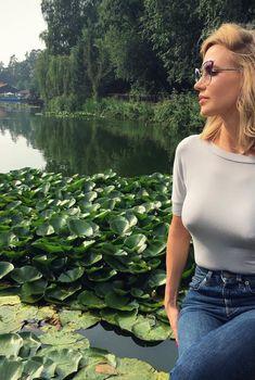 Глюкоза без лифчика возле озера, Июль 2016
