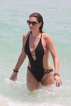 Секси Дэйзи Фуэнтес в черном бикини в Майями, 21.05.2012
