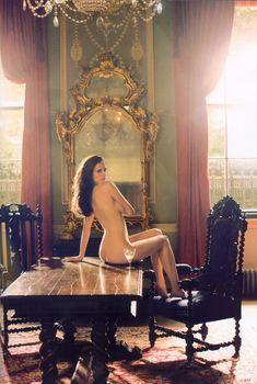 Обнаженная Ева Грин на столе для журнала Tatler, 2009