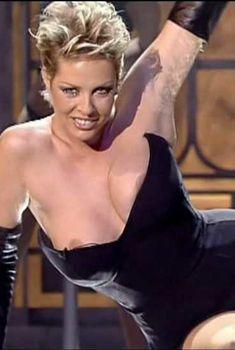 Ёла Вебер засветила грудь в фильме «Приватные танцы», 1995