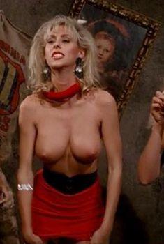 Ава Каделл оголила грудь в фильме «Из другого мира», 1988