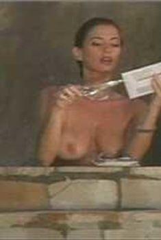 Голая Ава Фабиан в сериале «Эротические признания», 1994