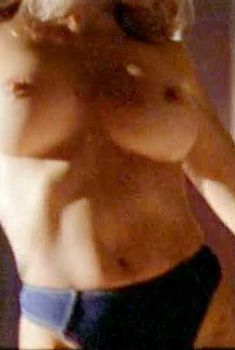 Голая Авалон Андерс в фильме «Сексетные материалы. Инопланетная эротика», 1998