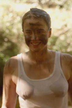 Адель Энель засветила грудь в фильме «Истребители», 2014