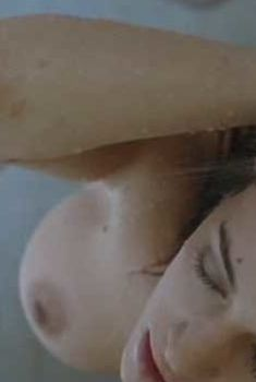 Голая грудь Азии Ардженто в фильме «Мать слёз», 2007