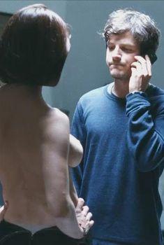 Азия Ардженто показала голую грудь в фильме «Промах», 2011