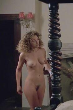 Голая Алекс Кингстон в фильме «Крупье», 1998