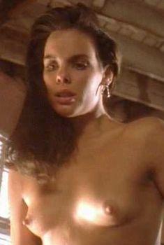 Голая Александра Пол в фильме «Мрачный закат», 1993