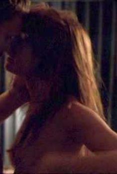 Алисия Уитт без лифчика в фильме «Совместное тело», 2011
