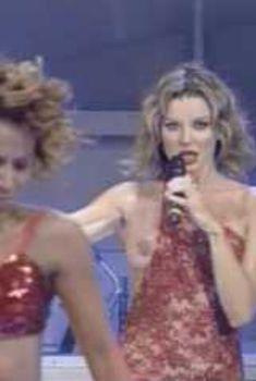 Голая Альба Париетти засветила голую грудь в фильме «Порочная связь», 2003