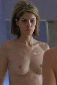 Голая грудь Аманды Пит в фильме «Игби идет ко дну», 2002