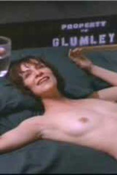 Голая Аманда Пламмер в фильме «Проклятый дом», 1999