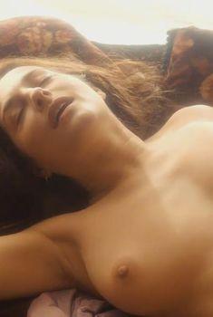 Голая Амира Касар в фильме «Я и Камински», 2015