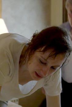 Красотка Анамария Маринка засветила голую грудь в фильме «Последний рейд»