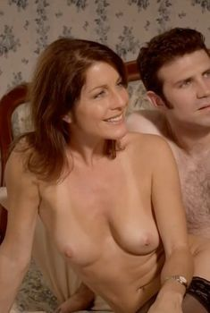 Голая Анджела Дейвис в сериале «Жизнь на вершине», 2009