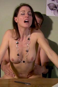 Голая Анджела Дейвис в сериале «Тайны и секреты личной жизни студентов», 2007