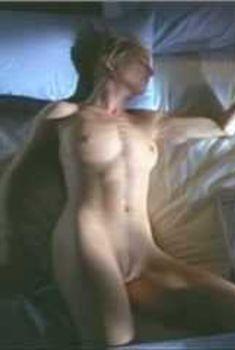 Полностью голая Анджела Дейвис в фильме «Дешевый трепет», 2012