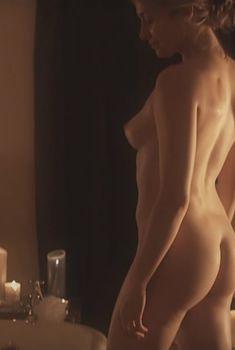 Голая Анджелин Болл в фильме «Ограбление века», 2009