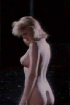 Горячая Андреа Томпсон снялась голой в фильме Hot Splash, 1988