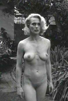 Голая Андреа Томпсон в фильме «Пушка, тачка, блондинка», 1997