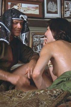 Анжелика Хьюстон засветила голую грудь в фильме «Почтальон всегда звонит дважды», 1981