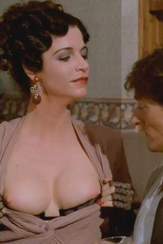 Голая Анна Гальена в фильме «Тихие дни в Клиши», 1990