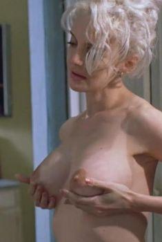 Голая Анна Левайн в фильме «Алкаши», 1995