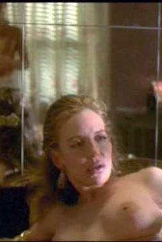 Голая Анна Левайн в фильме «Кровь с молоком», 1997