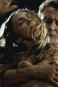 Голая Анна Хатчисон в фильме «Юленька», 2008