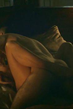 Голая Аннабелль Уоллис в сериале «Острые козырьки», 2013