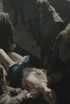Голая Аннелиз Эм в сериале «Инквизиция», 2012