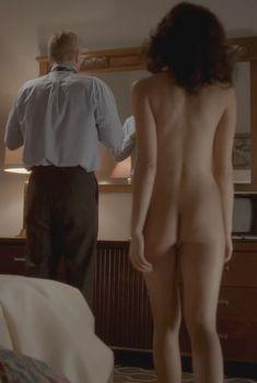 Голая Аннет Махендру в сериале «Американцы», 2013