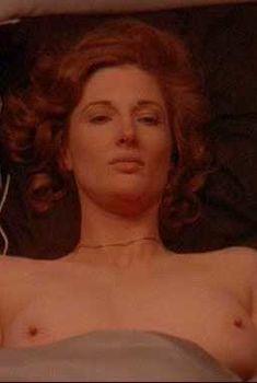 Аннетт О'Тул показала голые сиськи в фильме «Отвсего сердца», 1987