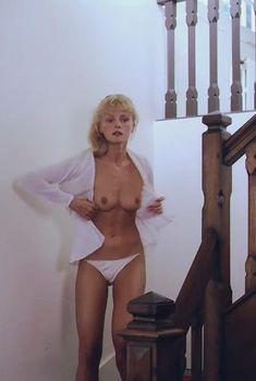 Голая Ариель Домбаль в фильме «Полина на пляже», 1982