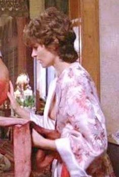 Красотка Ассумпта Серна засветила грудь в фильме «Стрелок», 1995