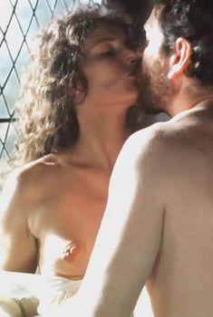 Ассумпта Серна показала голую грудь в фильме «Нострадамус», 1994