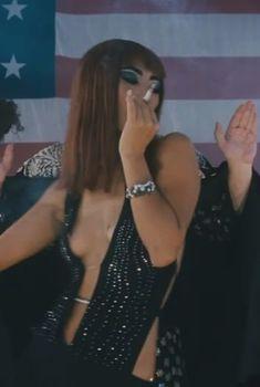 Бай Лин засветила грудь в фильме «Сказки юга», 2006
